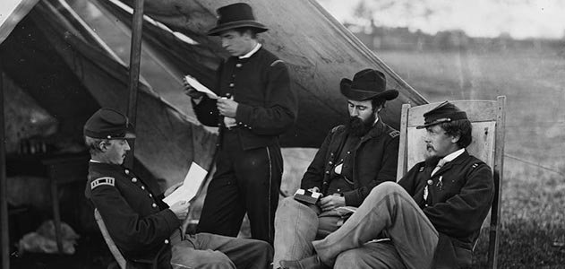 Civil-War-soldiers-reading-letter-from-home-631.jpg__800x600_q85_crop